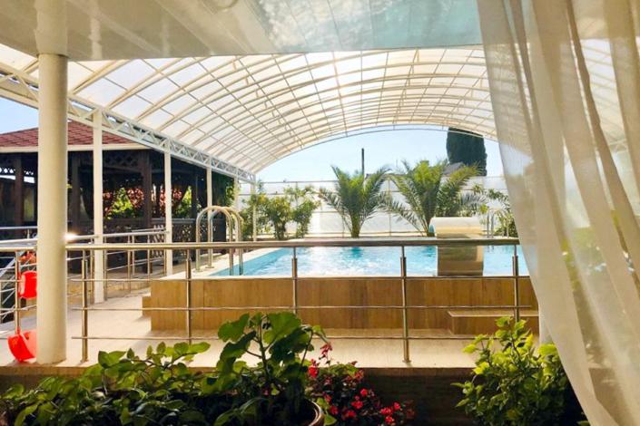 Бассейн гостиницы Кристалл