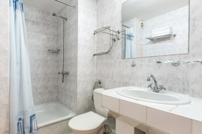 Туалетная комната номера Стандарт в санатории Крымские зори