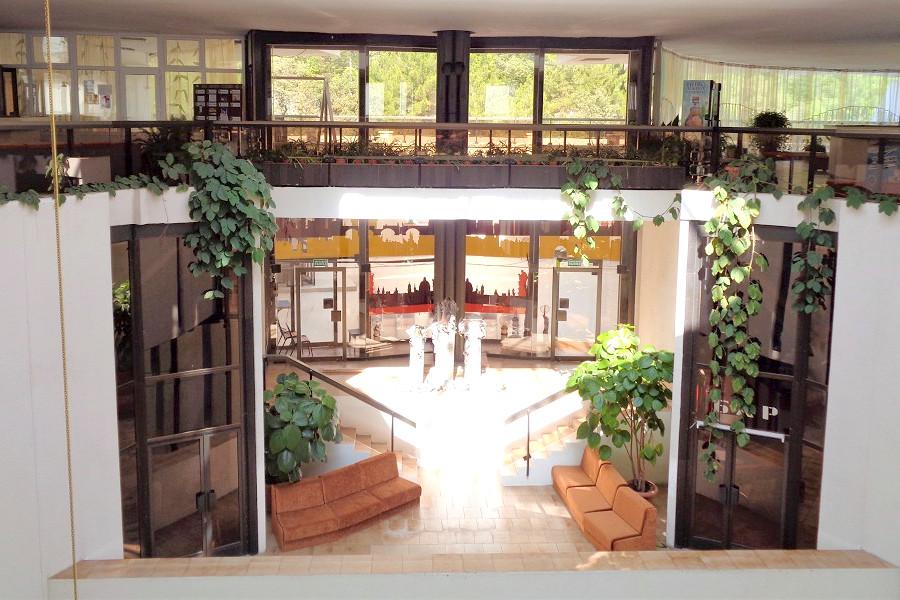 Холл корпуса Дружба санатория Курпаты