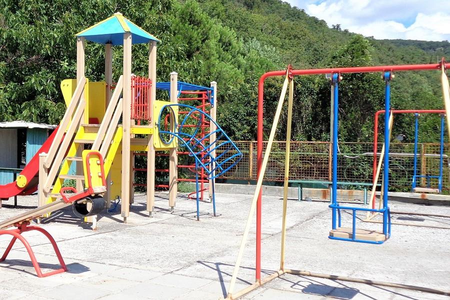 Детская площадка на территории Корпуса Дружба санатория Курпаты