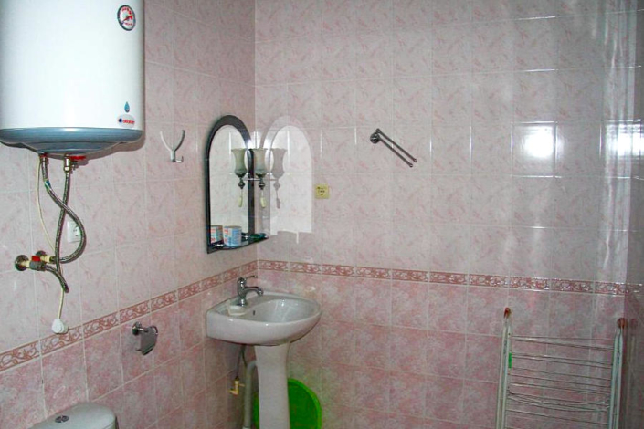 Туалетная комната номера Эконом в Корпусе Энерго пансионата Ласковый берег