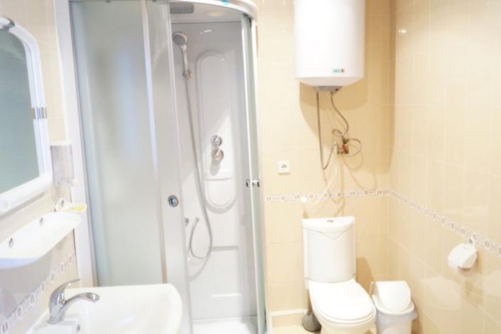 Туалетная комната номера Улучшенный в Корпусе Диана пансионата Ласковый берег