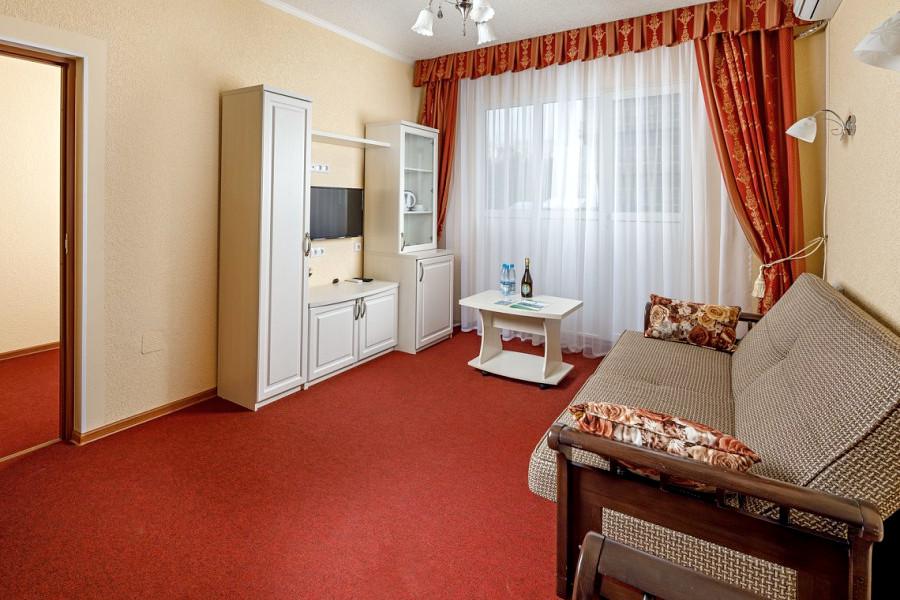 Люкс двухместный двухкомнатный парк-отеля Лазурный берег