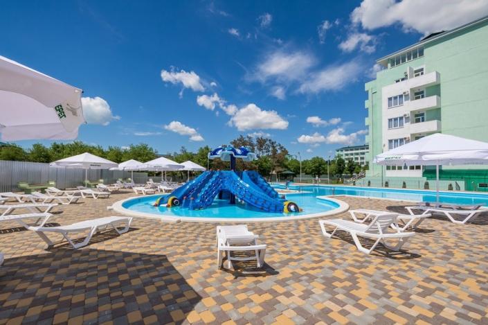 Бассейн парк-отеля Лазурный берег