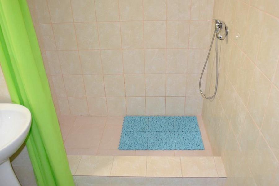 Туалетная комната номера Полулюкс в гостинице Легенда