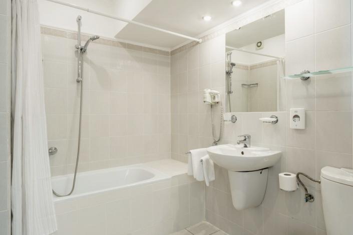 Туалетная комната номера Стандарт в отеле Левант