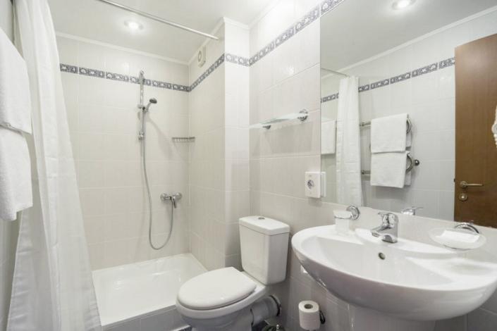 Туалетная комната номера Классический в отеле Левант