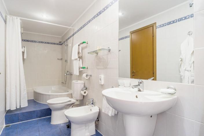Туалетная комната номера Люкс в отеле Левант