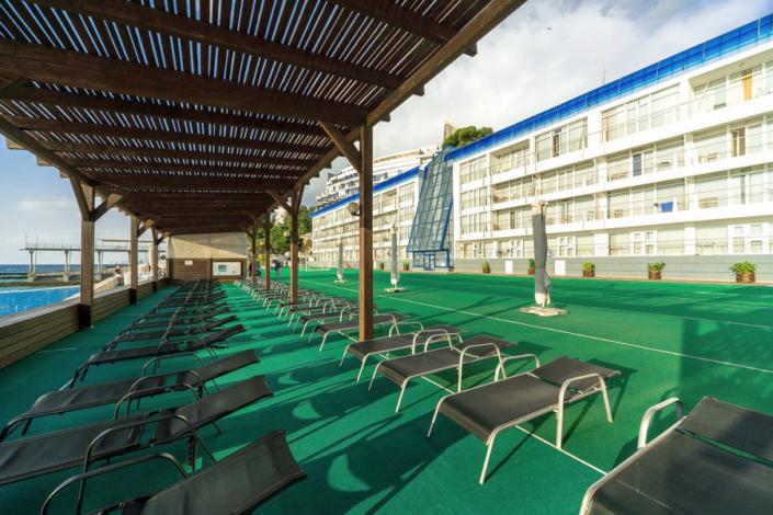 Зона отдыха у пляжа отеля Левант