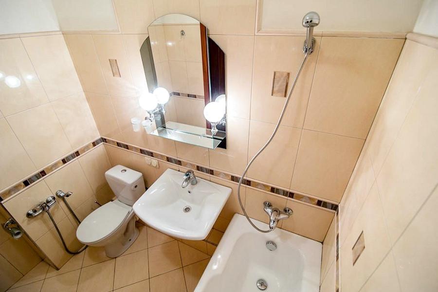 Туалетная комната номера Полулюкс в курортном комплексе Лиго Морск