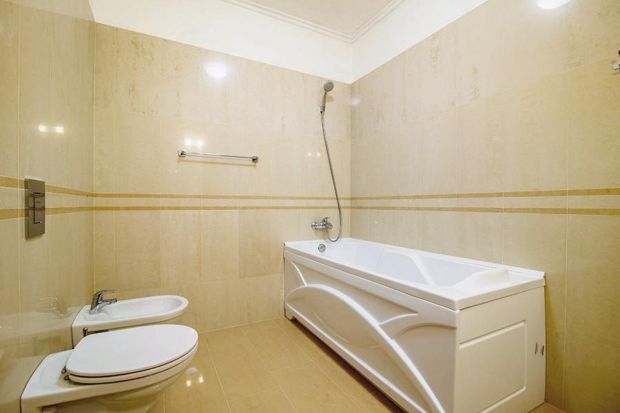 Туалетная комната номера Полулюкс в курортном комплексе Лиго Морская