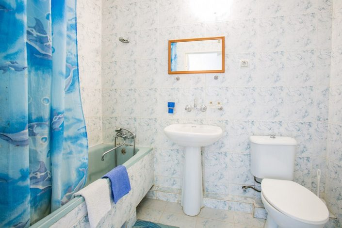 Туалетная комната номера Эконом в Главном корпусе пансионата Литфонд