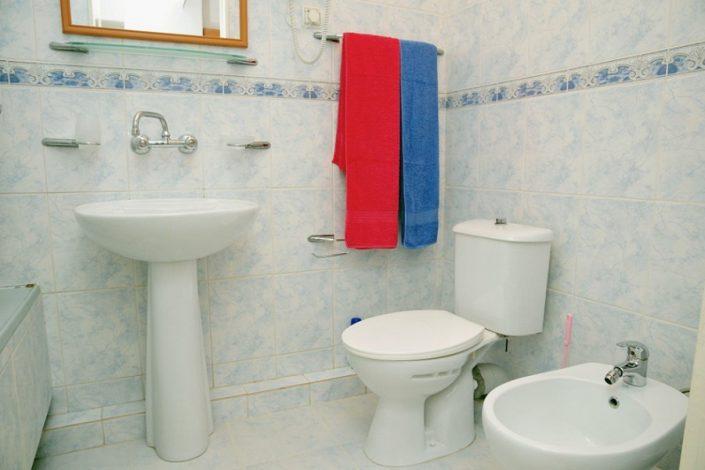 Туалетная комната номера Полулюкс в Главном корпусе пансионата Литфонд