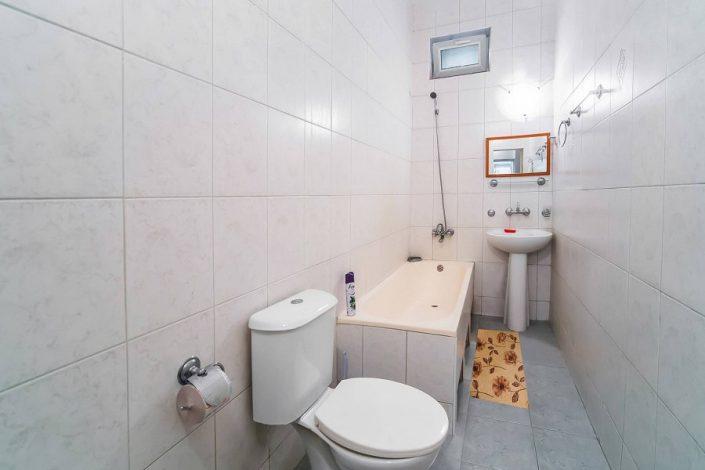 Туалетная комната номера Повышенной комфортности в Новом корпусе пансионата Литфонд