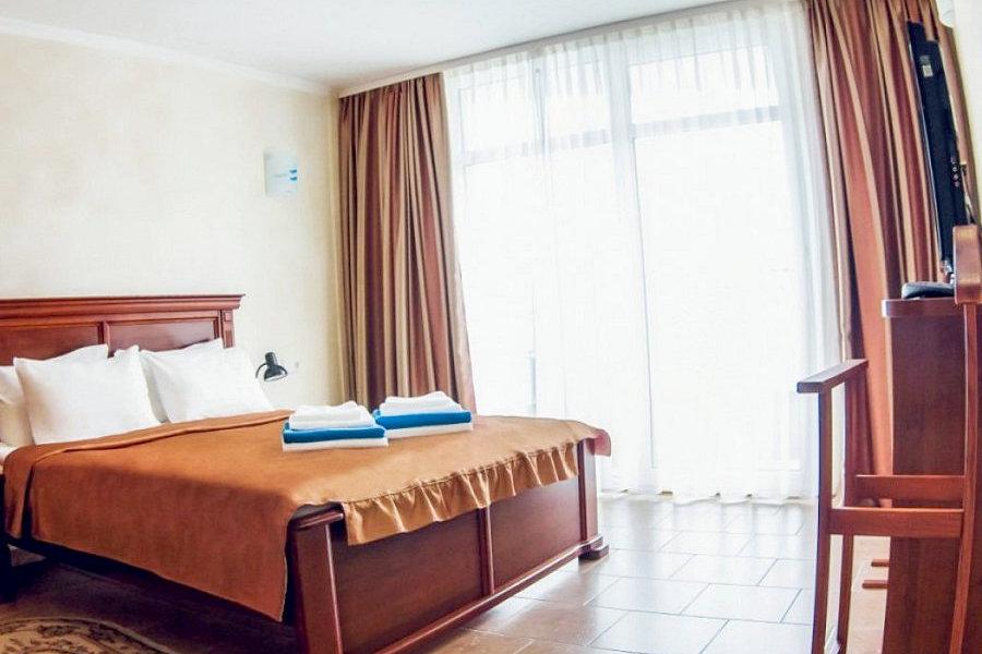 Люкс двухместный двухкомнатный спа-отеля Ливадийский