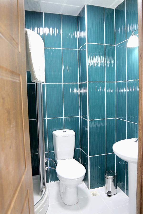 Туалетная комната двухкомнатного двухместного номера отеля Lucette