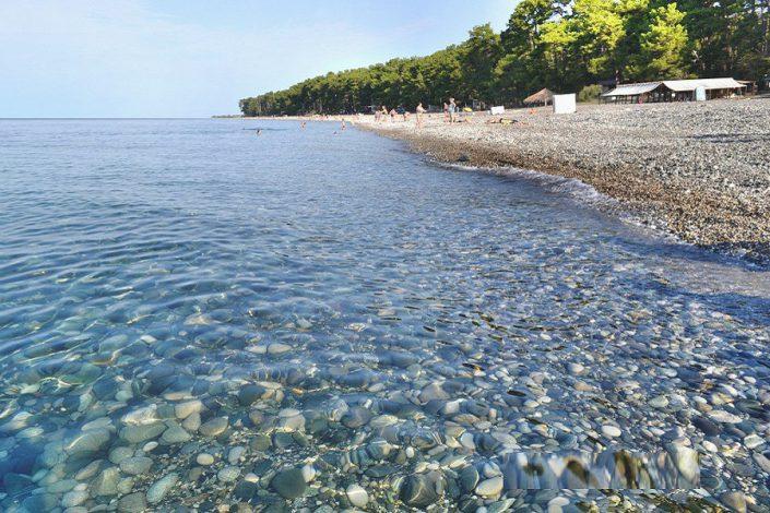 Пляж недалеко от отеля Lucette