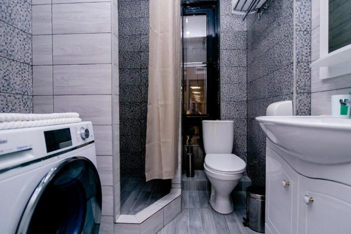 Туалетная комната Семейного номера в отеле Мадрид Парк 2