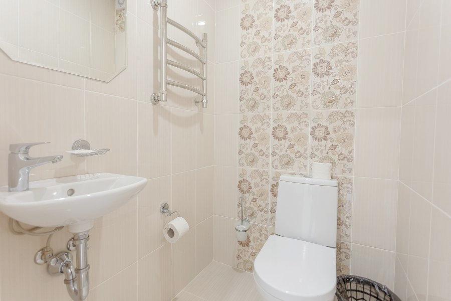 Туалетная комната номера Комфорт в Корпусе 1 санатория Магадан