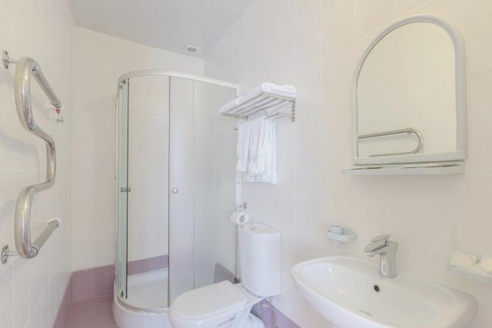 Туалетная комната номера Комфорт в Корпусе 6 санатория Магадан