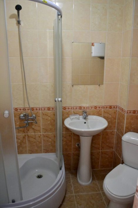 Туалетная комната Стандартного двухместного номера гостиницы Магнолия, Гагра