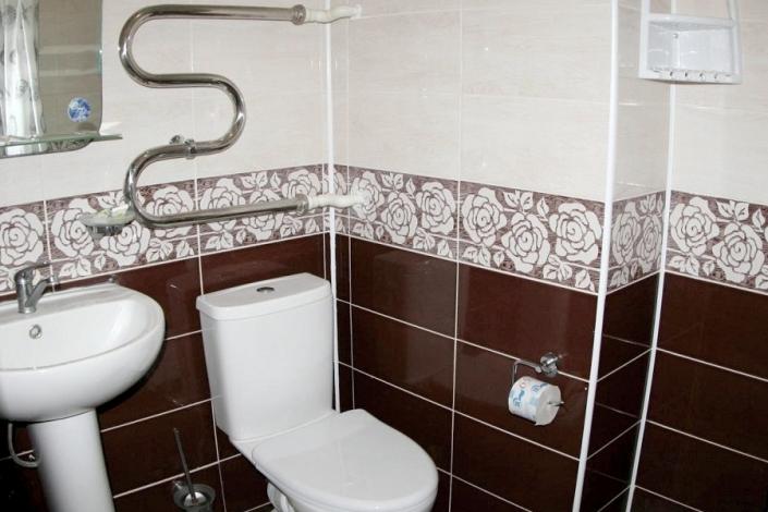 Туалетная комната Стандартного номера 1 категории санатория Малая бухта