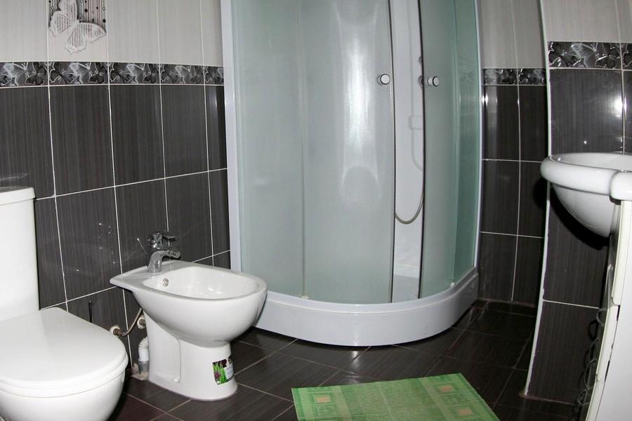 Туалетная комната номера Люкс двухкомнатный, корпус № 3 Парусник санатория Малая бухта
