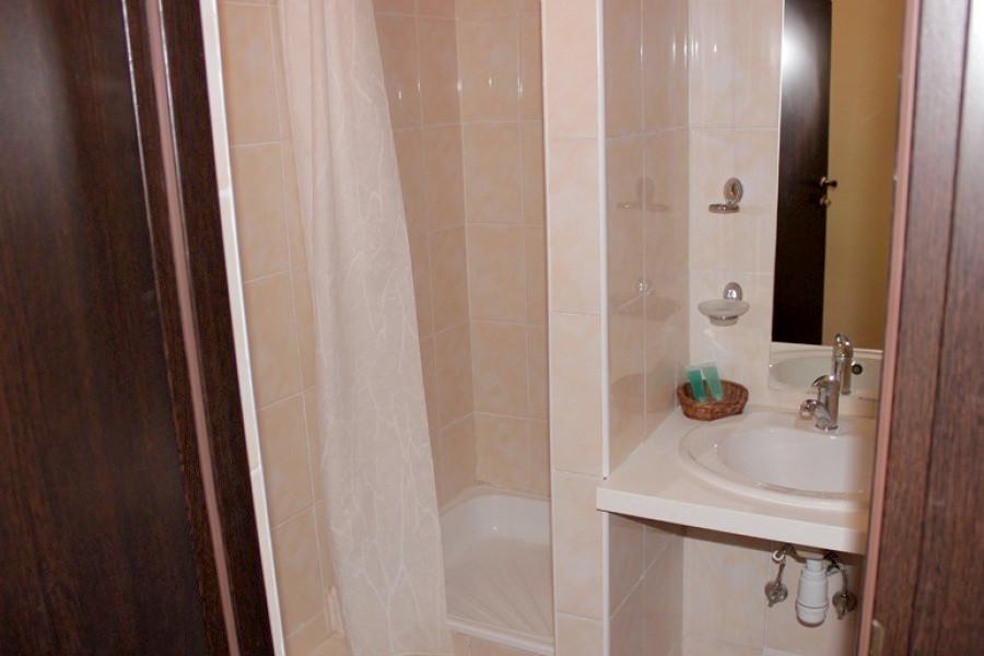 Туалетная комната номера Плюс одноместный в Корпусе № 1 отеля Марат