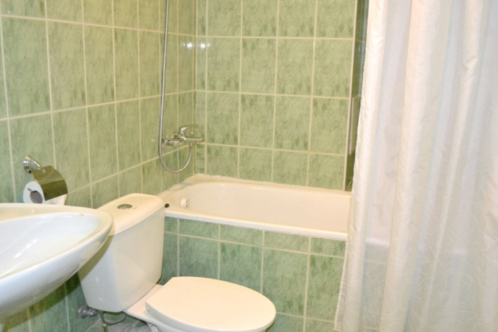 Туалетная комната номера Полулюкс двухместный в Корпусе № 1 отеля Марат