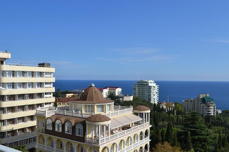Вид на море с балкона одного из номеров Корпуса № 2 отеля Марат