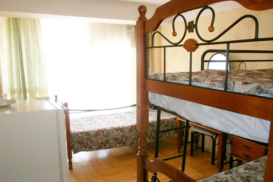 Стандарт двухместный с односпальной и двухъярусной кроватью в Корпусе № 2 отеля Марат