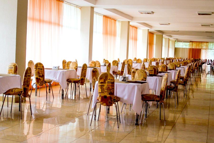 Столовая отеля Марат