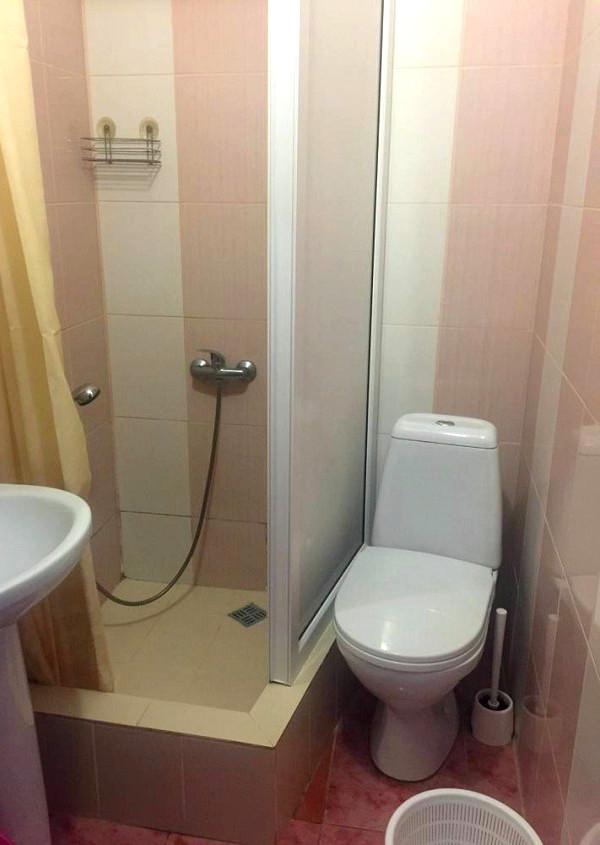 Туалетная комната Стандартного номера в отеле Мармелад
