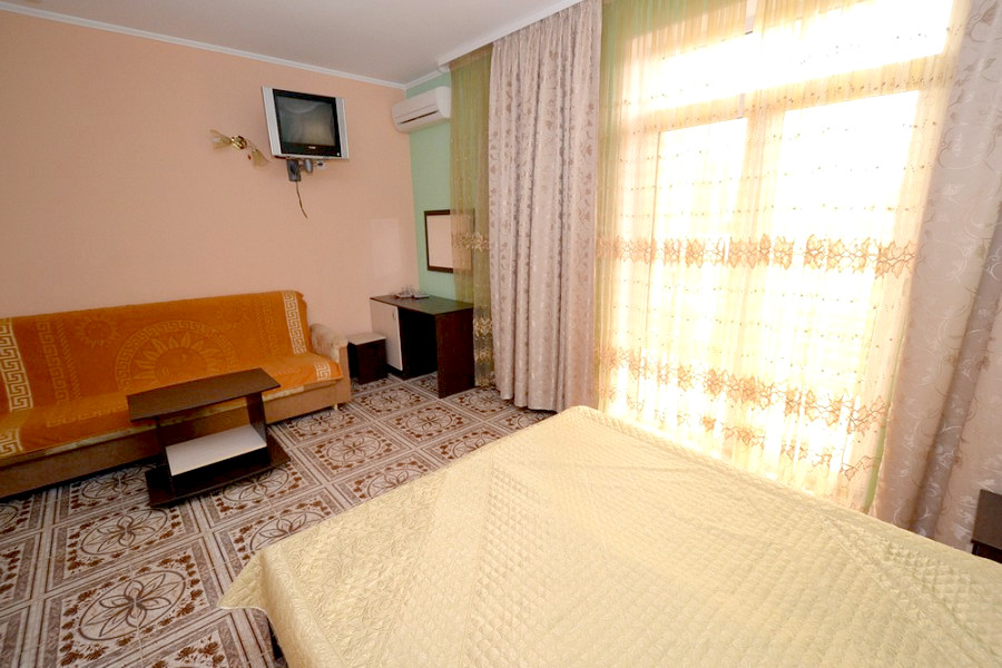 Стандарт четырехместный в отеле Мармелад