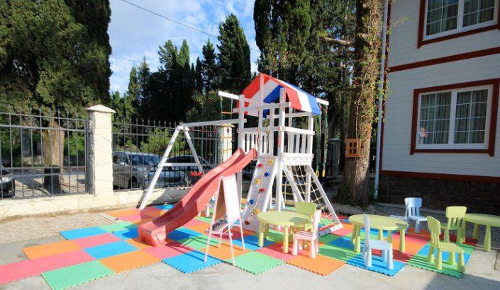 Детская игровая площадка на территории Maxx Hotel, Гудаута, Абхазия