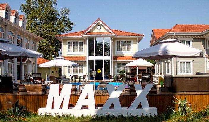 Один из коттеджей Maxx Hotel, Гудаута, Абхазия