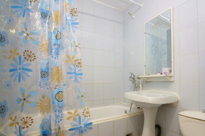 Туалетная комната в одном из номеров санатория Маяк