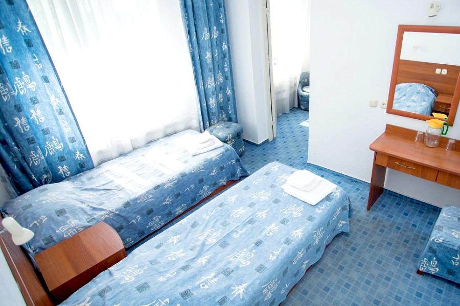 Стандарт трехместный двухкомнатный в Корпусе 1 отеля Мечта, Анапа
