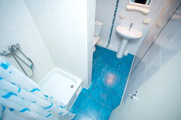 Туалетная комната Стандартного двухкомнатного номера в Корпусе 1 отеля Мечта, Анапа