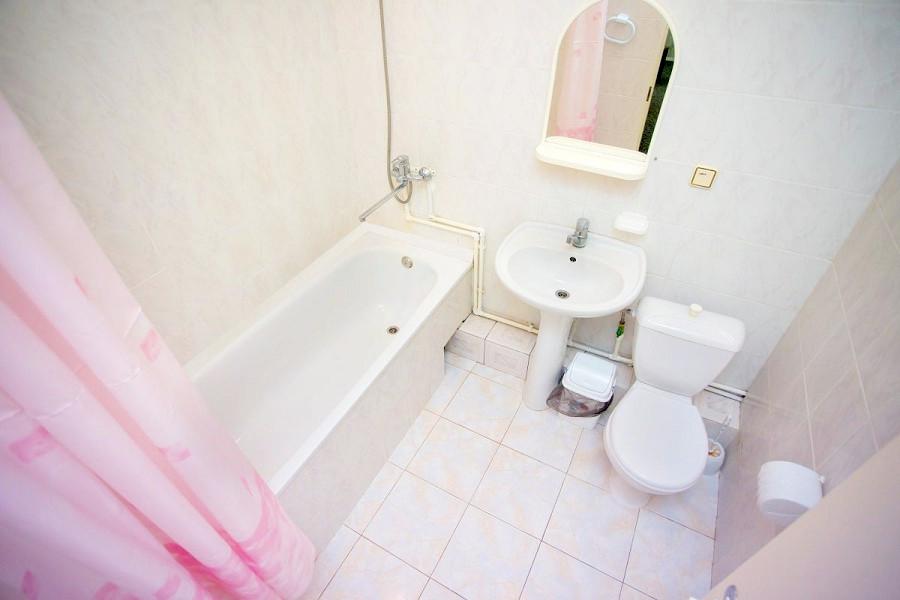 Туалетная комната Семейного двухкомнатного номера в Корпусе 1 отеля Мечта, Анапа