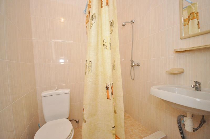 Туалетная комната в блоке номеров Эконом санатория Мечта