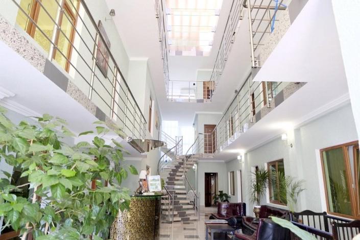 Холл отеля Медовый