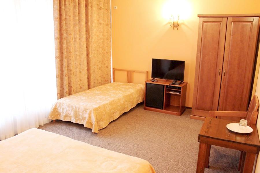 Улучшенный трехместный номер отеля Мелодия гор