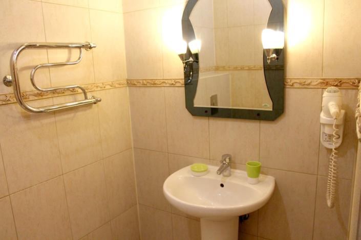 Туалетная комната Улучшенного номера отеля Мелодия гор