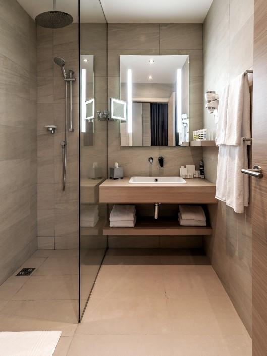 Туалетная комната Стандартного номера отеля Mercure Сочи Центр