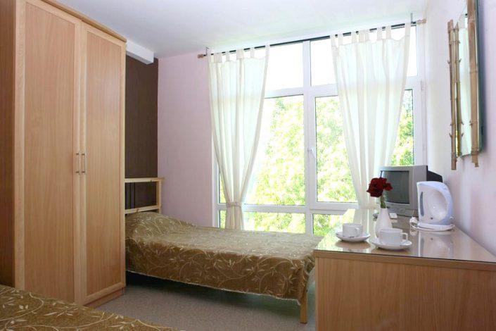 Четырехместный двухкомнатный блочный номер гостиницы Меридиан