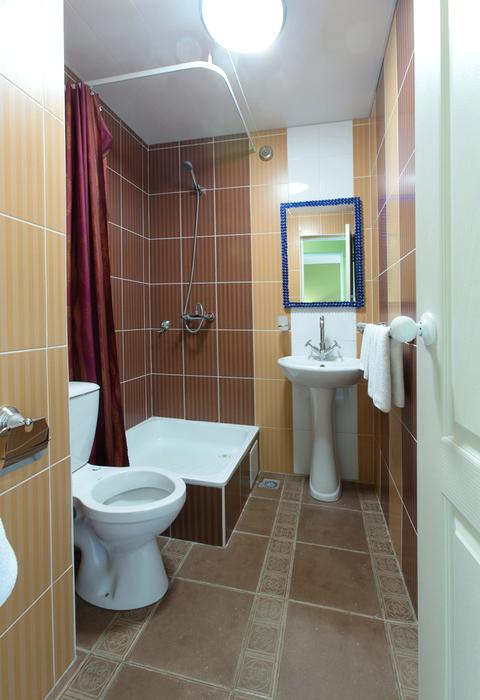Туалетная комната на блок из двух номеров гостиницы Меридиан