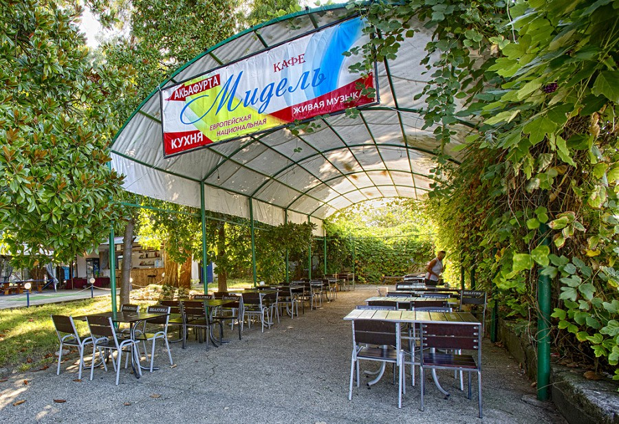 Летнее кафе пансионата Мидель-Гагра