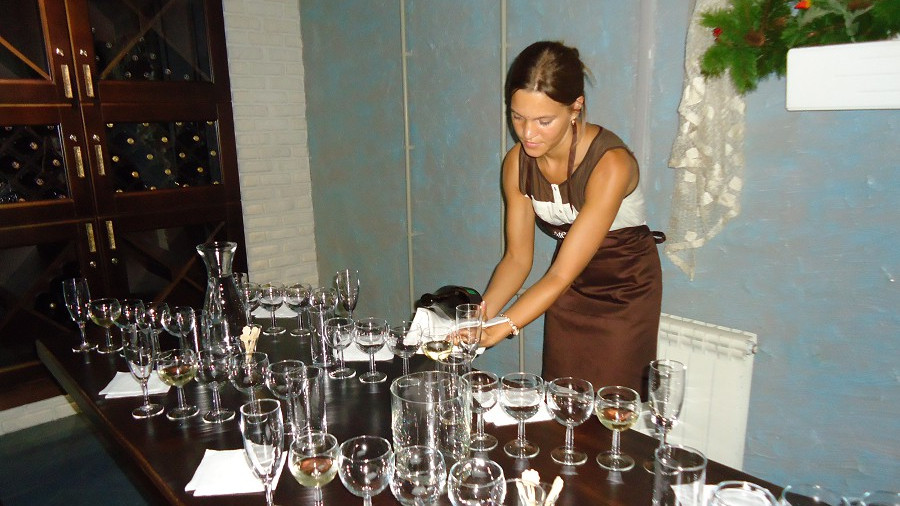 Дегустация в винном погребке отеля Мирит