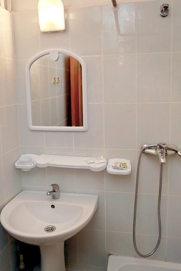 Туалетная комната номера Эконом в Корпусе № 3 санатория Мисхор